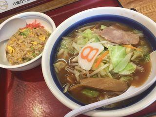 8番らーめん 岩塚店3.JPG